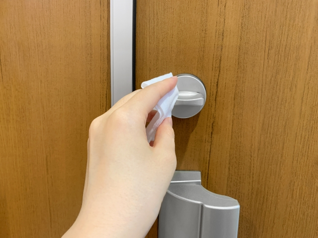 鍵と取っ手の拭き掃除
